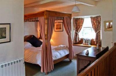 Romantic Four Poster Beds last minute romantic cottage with 4 poster bed | four poster bed